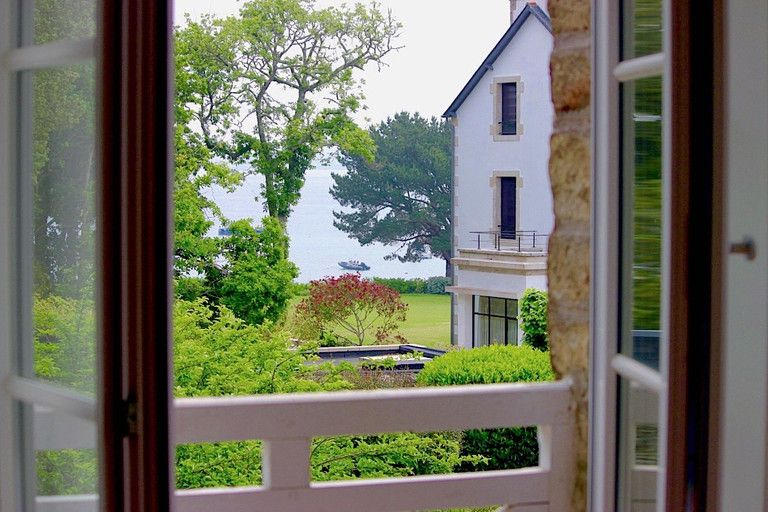 EXCLUSIVITY. Fouesnant, Beg-Meil. Beautiful house with seaview...