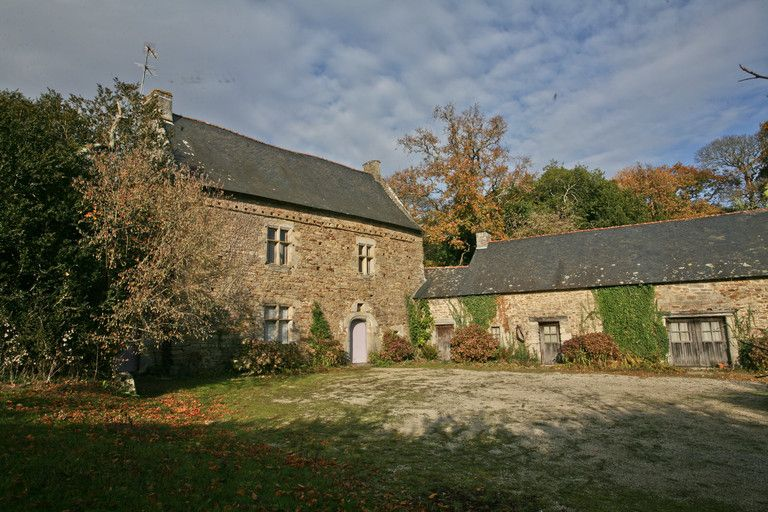 Near Vannes and beaches of  Gulf of Morbihan, beautiful Property....
