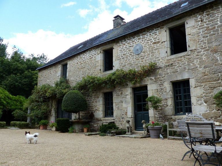 Near Lorient, lovely restored manor on 10 hectares...